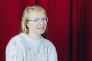Portret van Joanna Desmet, coördinator onderzoek en dienstverlening van de bachelor opleiding communicatiemanagement aan Howest, hogeschool West-Vlaanderen campus Kortrijk