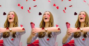 Foto van Jana Vanhoutte gefotografeerd door Babette Vandoorne, studenten communicatiemanagement van howest, in het kader van een valentijnsactie in de K van Kortrijk