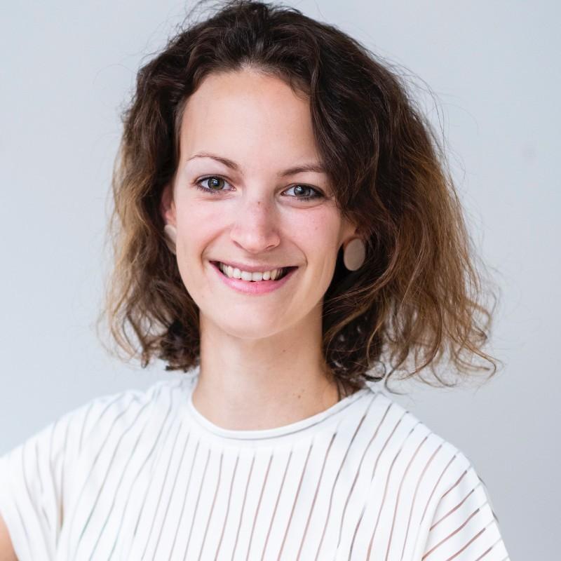 portret van Katrien De Waele, Marketing Communications Coordinator bij Foodbag, die een samenwerking aanging met de studenten communicatiemanagement van howest, hogeschool west-vlaanderen