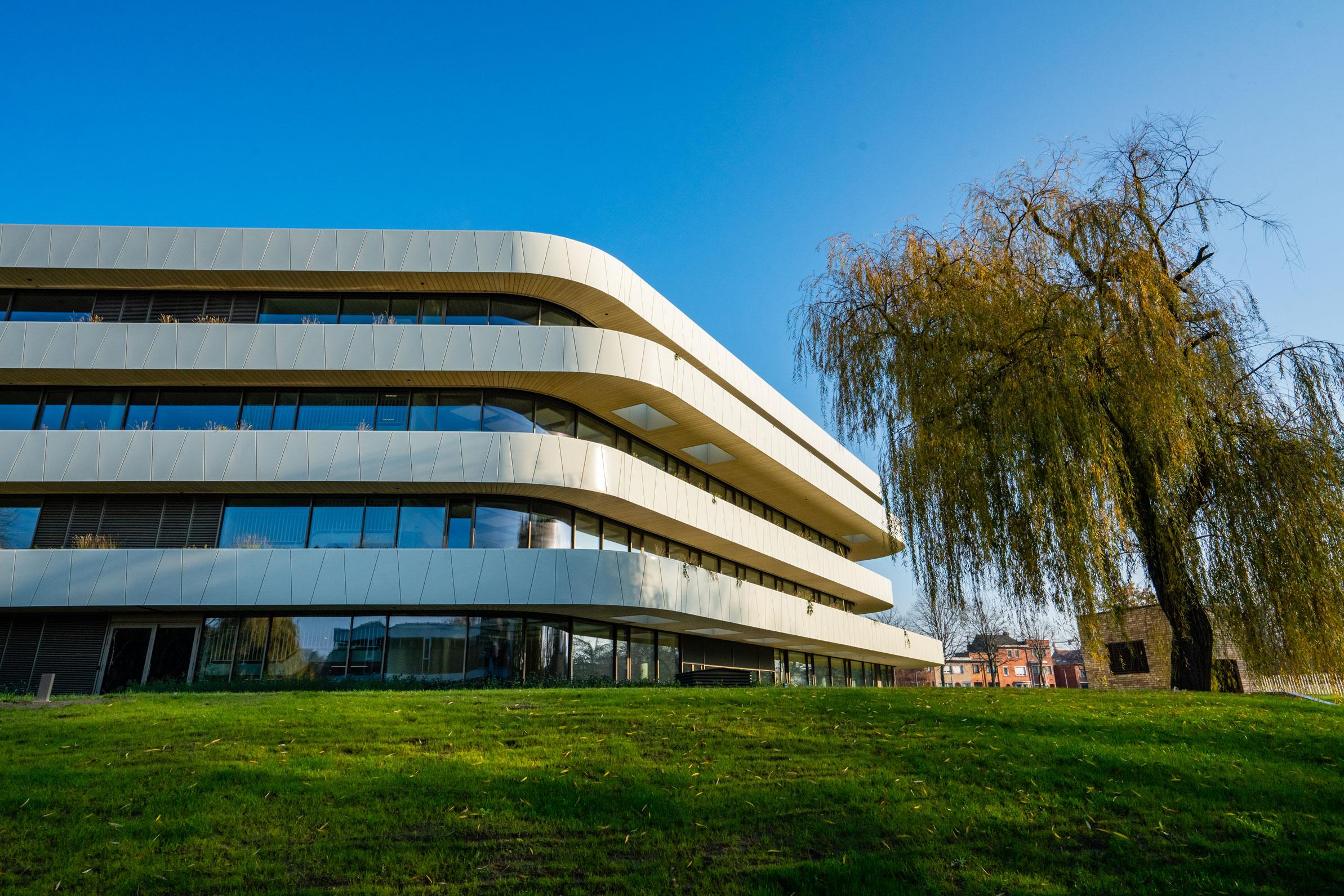 foto van de penta, nieuwe campus van howest hogeschool west-vlaanderen in kortrijk